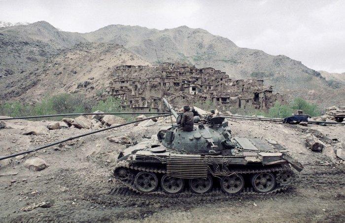 Деревня, уничтоженная в ходе боев между моджахедами и афганскими солдатами в Саланге.