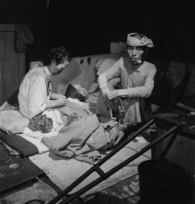 Жертвы атомной бомбардировки Хиросимы в госпитале в бывшем здании банка в сентябре 1945 года.