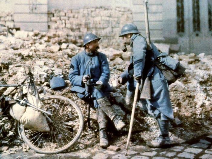 Французские солдаты на развалинах Реймса в 1917 году.