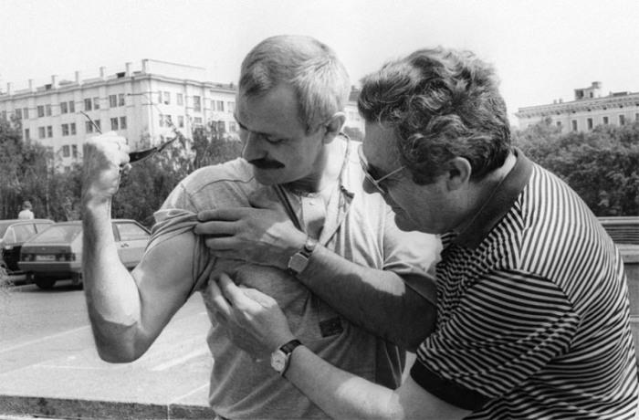 Советский актер и кинорежиссер Никита Михалков и итальянский актер Марчелло Мастроянни, 13 июля 1987 года.