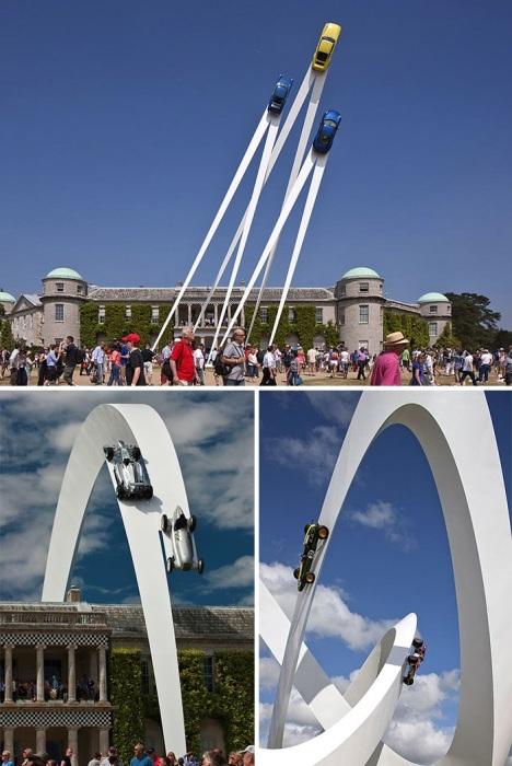 Парящие в воздухе автомобильные скульптуры от известного скульптора Джерри Джуда.