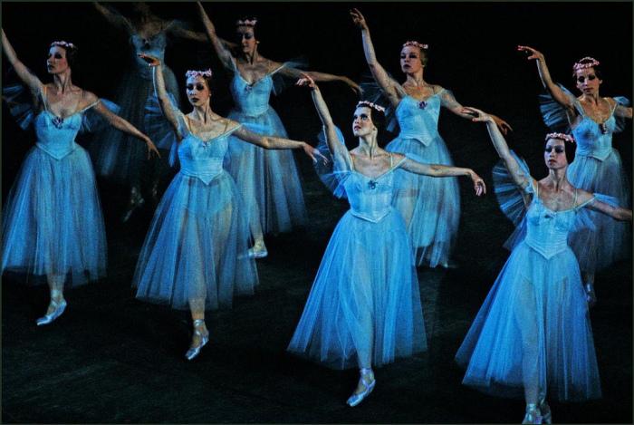Балетная труппа на сцене Одесского театра оперы и балета.