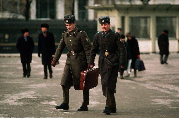 На побывку едет... СССР, Москва, 1980-е годы.