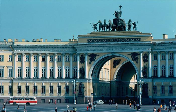 Вид на арку Главного Штаба в Ленинграде. СССР, Ленинград, 1981 год.