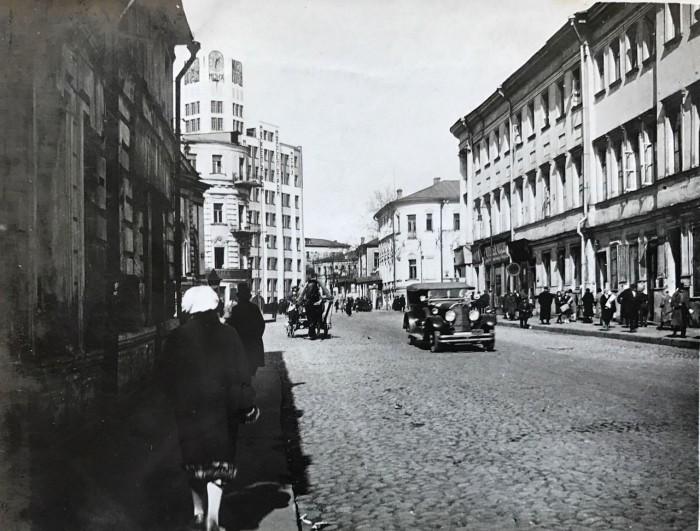 Проходит от Большого Кисловского переулка до Воздвиженки. СССР, Москва, 1920-е годы.
