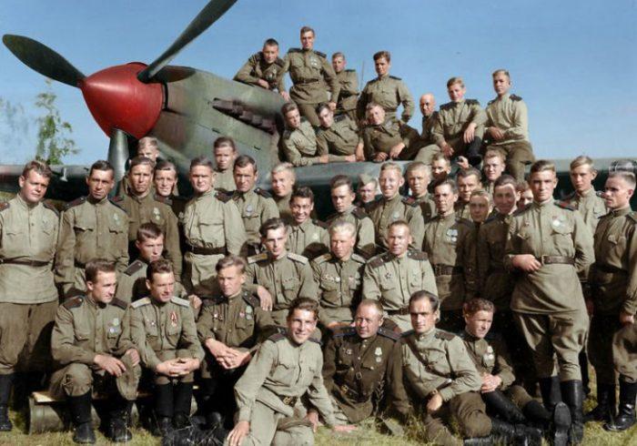 Офицеры 566-ого Солнечногорского штурмового авиационного полка в 1944 году.