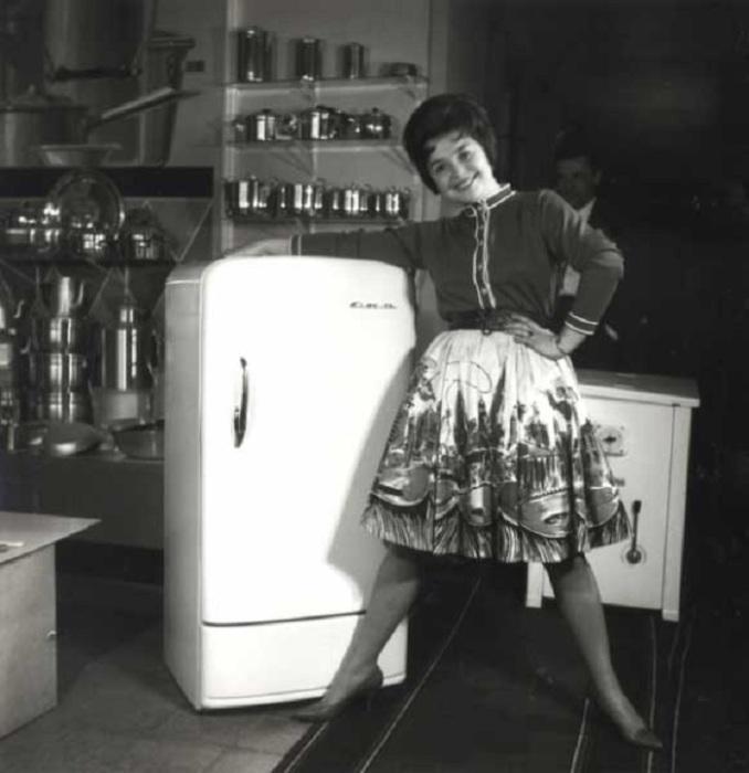 Реклама холодильника. СССР, 1960-е годы.