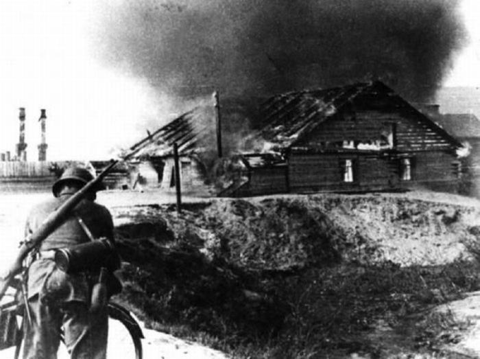 Деревня в Белоруссии, уничтоженная карательным отрядом в качестве мести за убийство нескольких немецких военнослужащих.