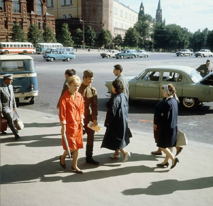 Одна из самых больших площадей в центре Москвы. СССР, 1965 год.