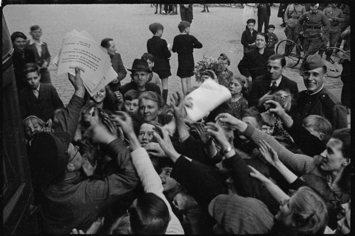 Оповещение населения Берлина о капитуляции фашистской армии. Германия, 8 мая 1945 года