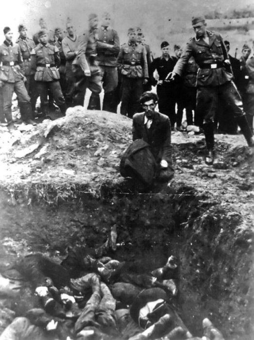 Немец убивает украинского еврея возле Винницы в 1942 году.