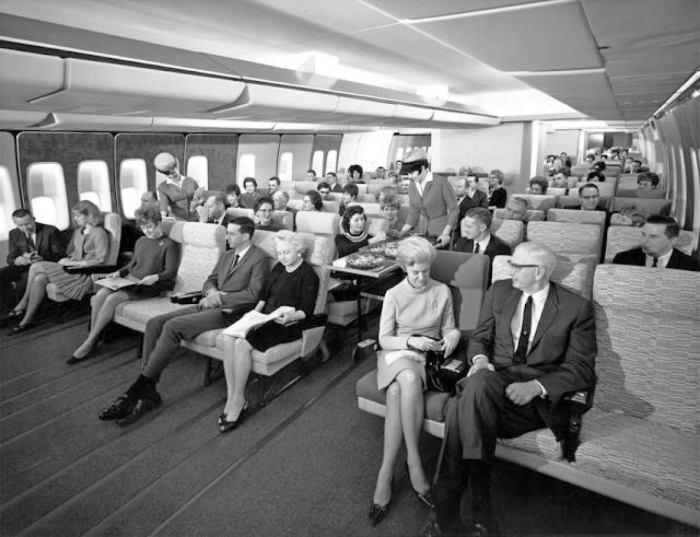 Эконом-класс в самолёте Boeing 747 в 1960-х годах.