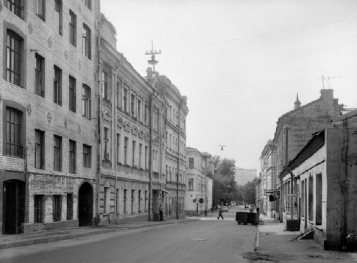 Большой Сухаревский переулок в 1980 году, вид в сторону Трубной улицы.
