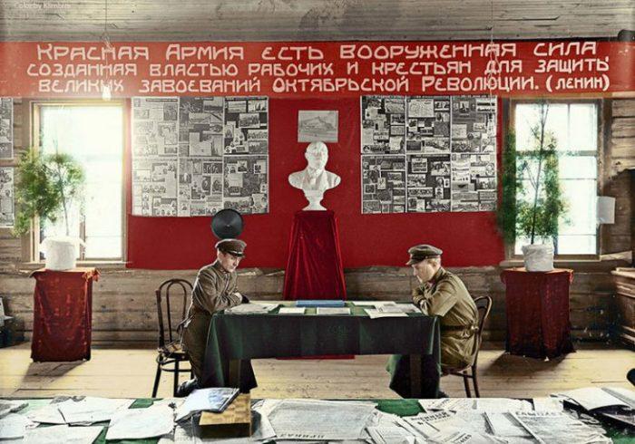 «Красный уголок» в отделе набора в Галиче. Костромская область, 1931 год.