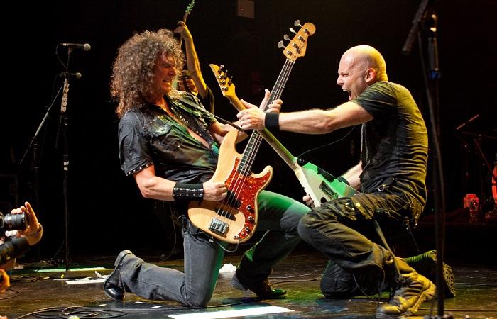 Редкие фотографии знаменитых рок-музыкантов.