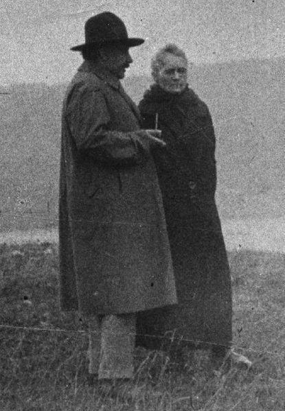 Мария Кюри и Альберт Эйнштейн в 1920-х годах.