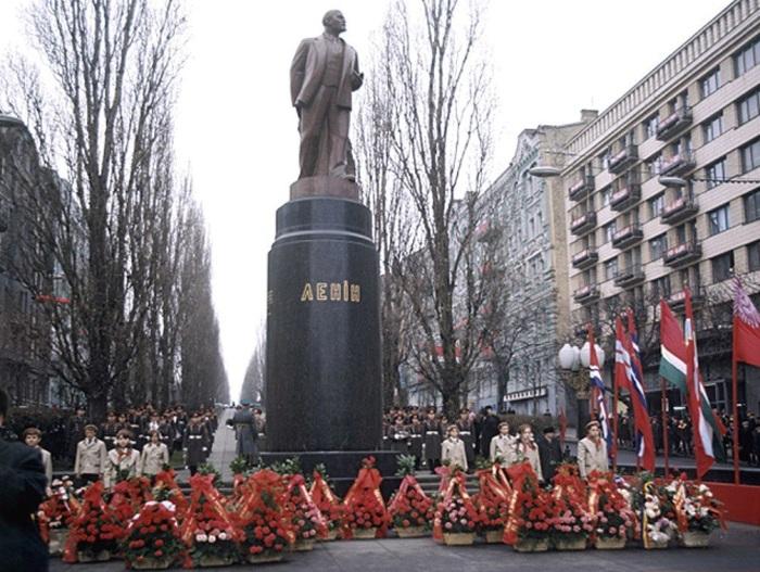 Памятник Ленину на проспекте Тараса Шевченко, СССР, Киев, 1988 год.