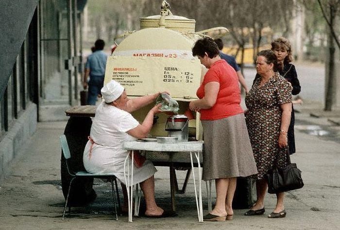 Настоящий советский квас. СССР, Москва, 1980-е годы.