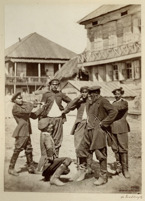 Казаки перед выходом на службу. 1875-1876 год.