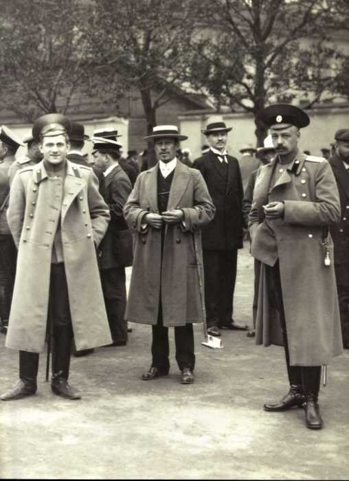 Офицерский призывной пункт в Петрограде в 1914 году. Из собрания Центрального государственного архива кинофотофонодокументов Санкт-Петербурга.