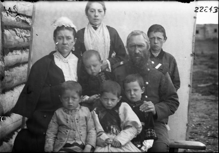 Семья казака из Среднеколымска. Якутия, 1900 год.