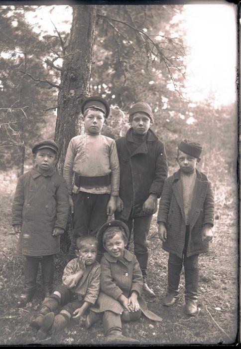Русские дети. Ханты-Мансийский автономный округ, Нижневартовский район, село Ларьяк, 1912 год.