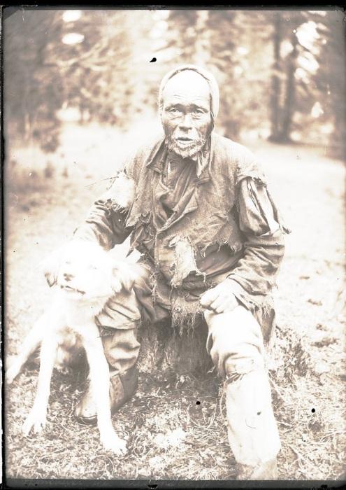 Старый шаман. Ханты-Мансийский автономный округ, Нижневартовский район, село Ларьяк, 1912 год.