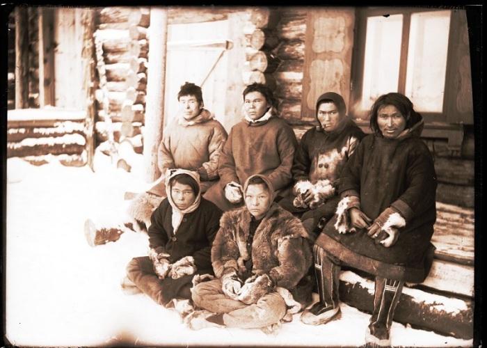 Остяки с реки Таз. Ханты-Мансийский автономный округ, Нижневартовский район, село Ларьяк, 1912 год.