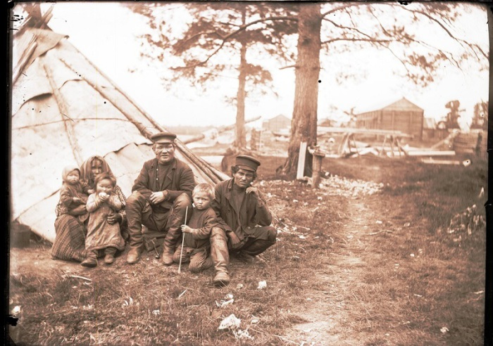 Местные остяки. Ханты-Мансийский автономный округ, Нижневартовский район, село Ларьяк, 1912 год.