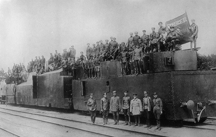Личный состав обслуживающий бронепоезд № 12. 1919 год.