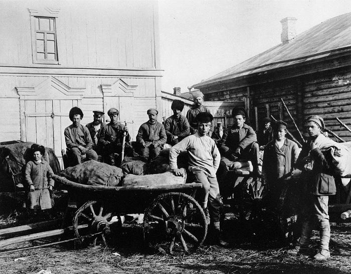 Продовольствие доставленное самарскими рабочими и крестьянами для 1-го Советского батальона. 1920 год.