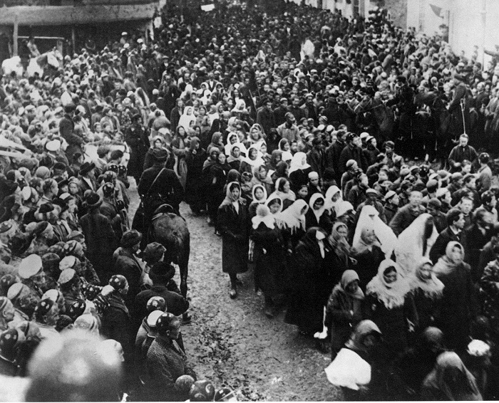 Демонстрация женщин 8 марта в Ташкенте. 1924 года.