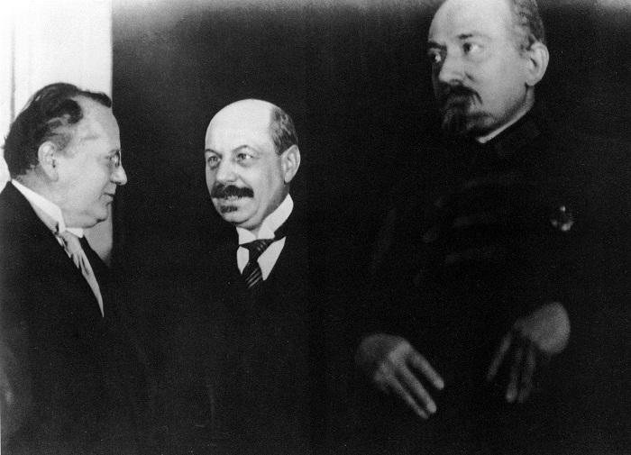 Литвинов и Чичерин принимают первого посла Франции Жана Эрбетта. 1925 года.