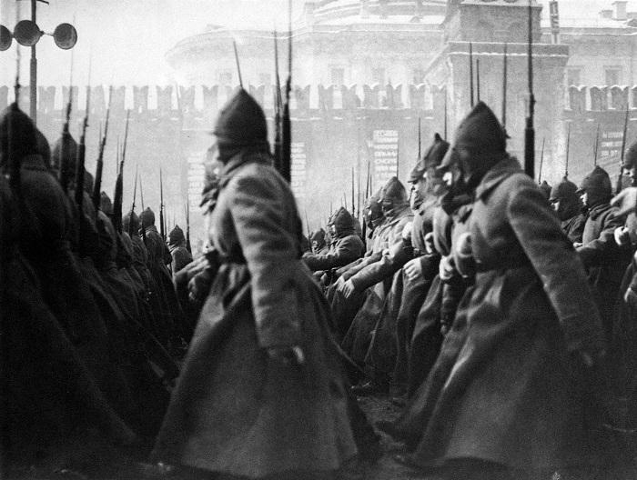 Парад на Красной площади. Москва, 1927 года.