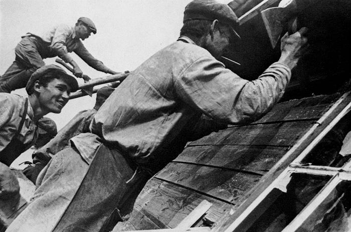 На стройке деревянного здания. 1929 год.