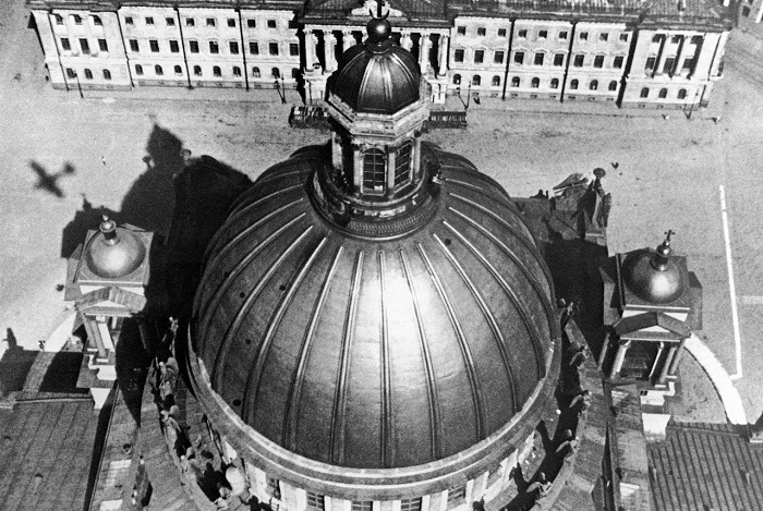 Купол Исаакиевского собора. Ленинград, 1930 год.
