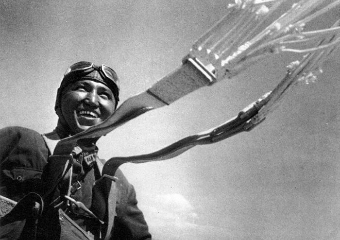 Туркменский Парашютист. 1930 год.