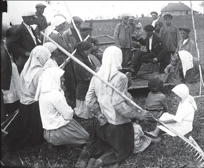 Собрание в поле. Донецкая область, 1930 год.