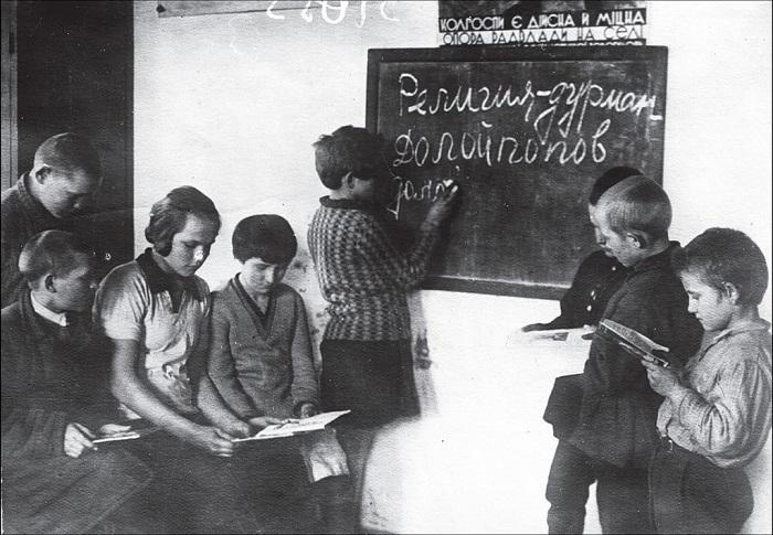 В одной из сельских школ. Харьковская область, 1931 год.