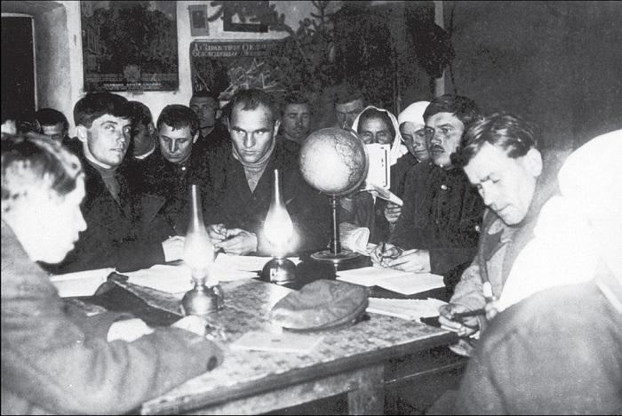 Плановое собрание. Донецкая область, 1932 год.