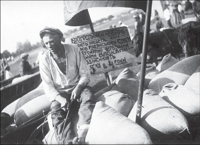 Отправка пшеницы в город на повозке. Днепропетровская область, 1932 год.