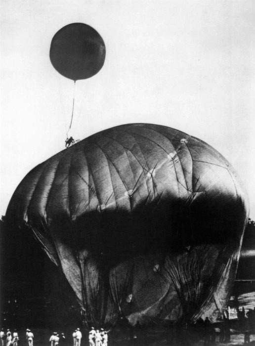 Путешествии в стратосферу на воздушном шаре. 1932  год.