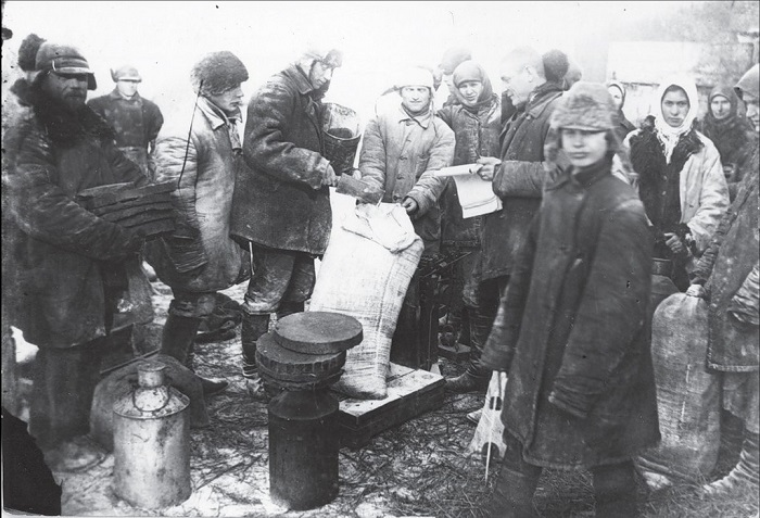 Покупка муки. Донецкой область, село Удачное, 1932 год.
