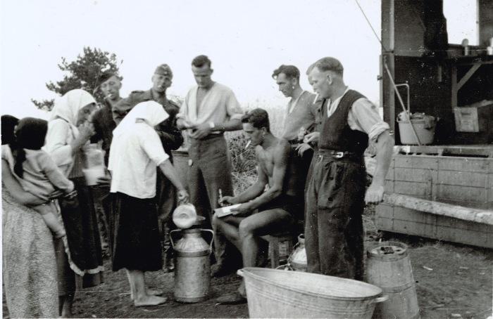 Фотография, сделанная немецким военкором в оккупированном селе. СССР, 1941 год.