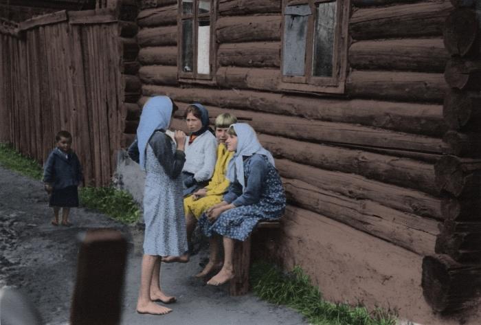 Дети и подростки в оккупированном селе. СССР, Белоруссия, 1942 год.