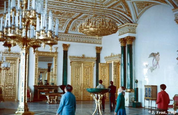 Малахитовый зал в Эрмитаже. СССР, Ленинград, 1965 год.
