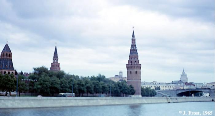 Вид Кремлевской набережной. СССР, Москва, 1965 год.