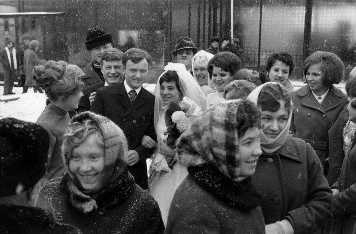 После церемонии бракосочетания. СССР, Иркутск, 1972 год.