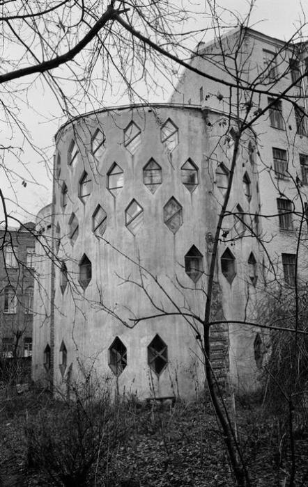 Дом, построенный советским архитектором Константином Степановичем Мельниковым. СССР, Москва, 1972 год.