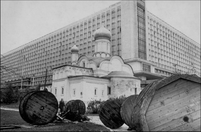 Гостиница Россия на месте старинной улицы Зарядье.